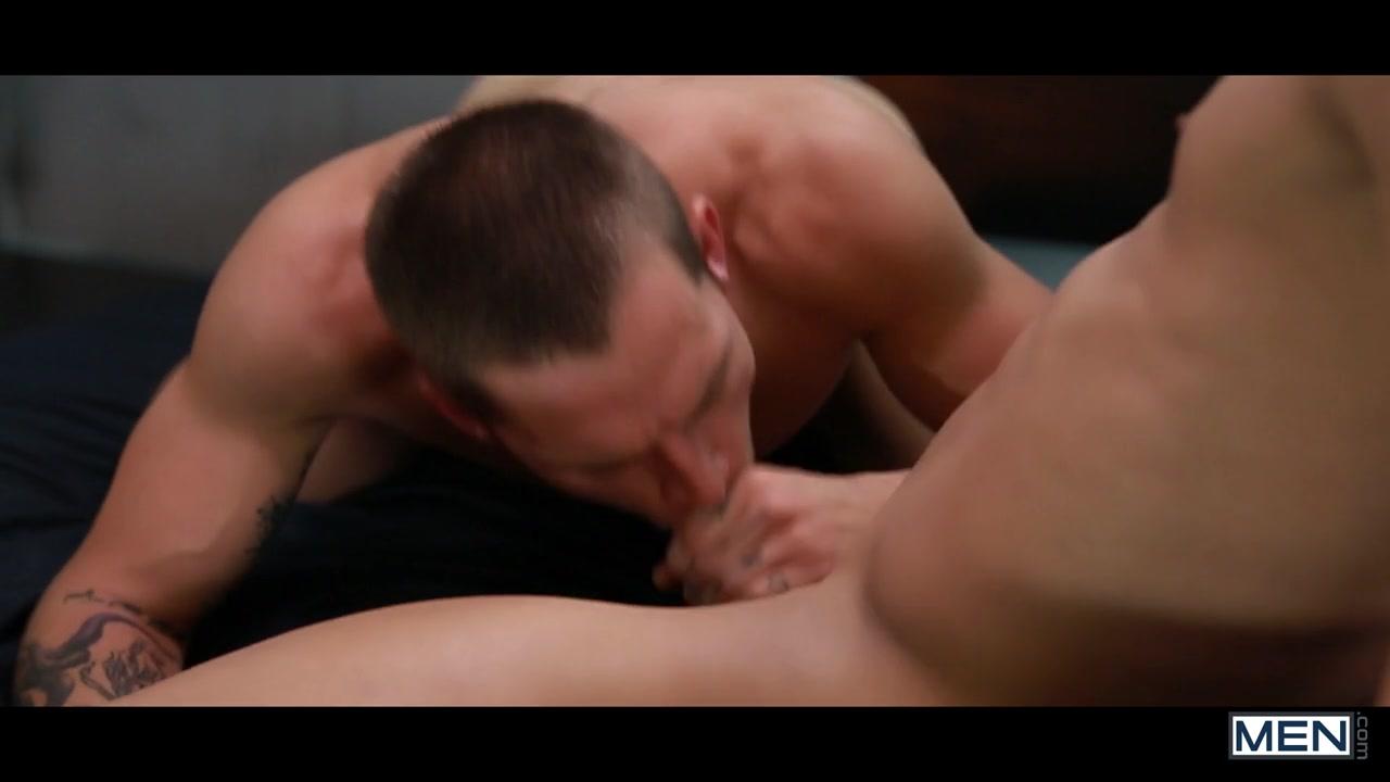 Два мужика трахаются на своей гей кровате видио
